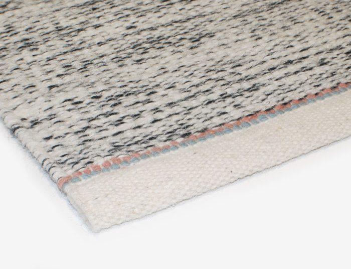 Teppich Awa schwarz weiß aus Wolle von Aspegren Copenhagen