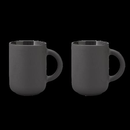 zwei schwarze tassen von der dänischen Marke Stelton