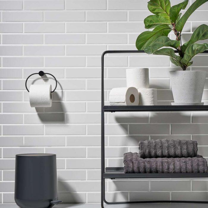 Toilettenpapierhalter Schwarz von Zone Denmark